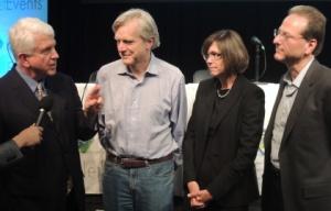 Người đồng sáng lập Ethernet Bob Metcalfe trao đổi với (từ trái sang) Andy Bechtolsheim của hãng Arista, Bethany Mayer của hãng HP and Henry Samueli của Broadcom.