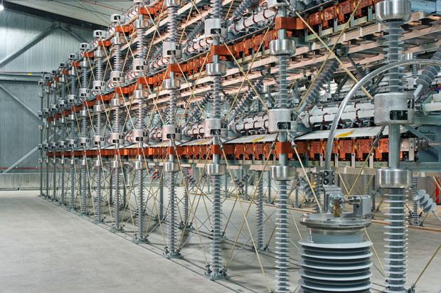 Nâng cao công suất: Các bộ chuyển đổi nhiều mức dạng mô-đun sử dụng IGBT của Siemens, có mặt trên thị trường năm 2010, chứa hàng trăm bộ chuyển đổi nhỏ, hay còn gọi là mô-đun con. Thiết kế này đẩy công suất tổng cộng của bộ chyển đổi từ vài trăm megawatt lên 1000 megawatt hay hơn nữa—mức công suất mà các công ty truyền tải điện của Đức đang tìm kiếm.
